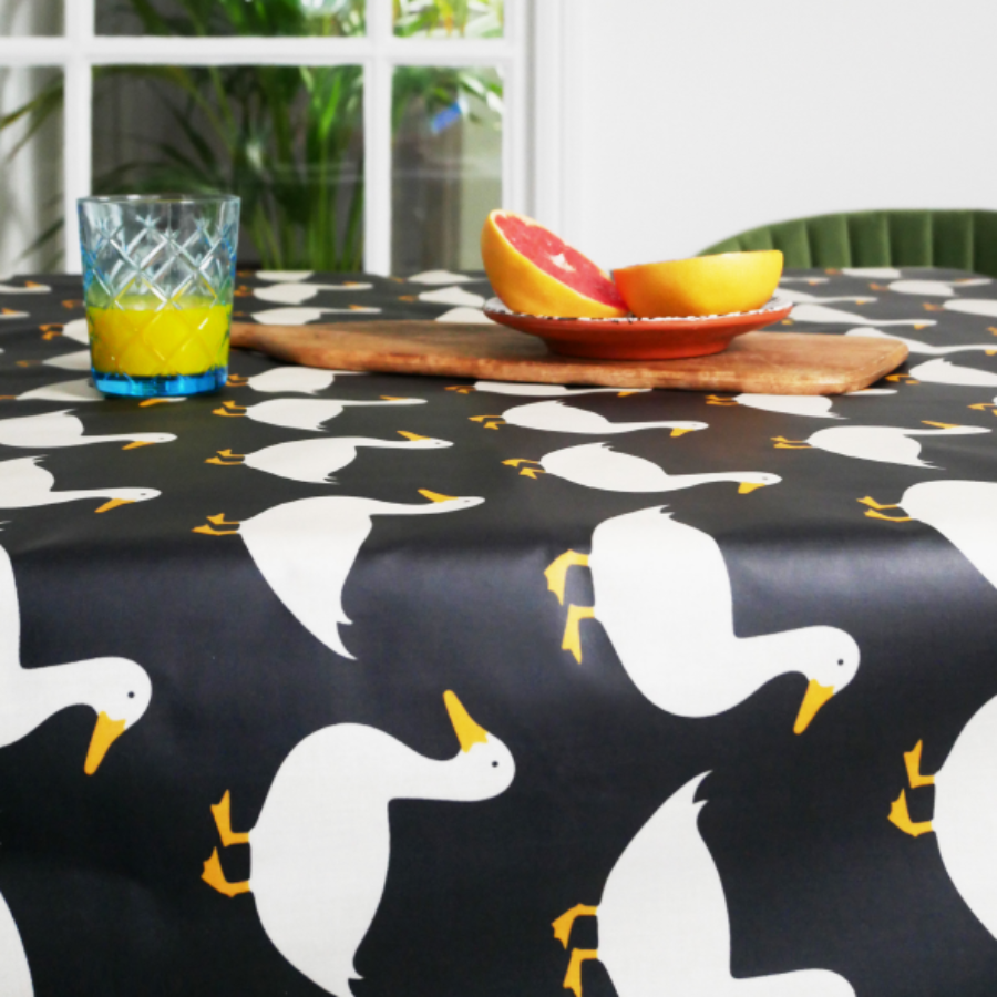 캐리마켓 -  Anorak Waddling Ducks Cotton Coated Tablecloth (Black)