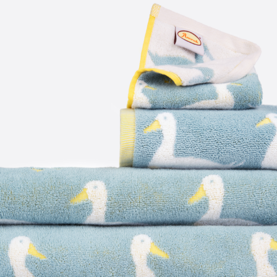캐리마켓 -  Anorak Waddling Ducks Towel